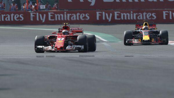 Piloti Kimi Raikkonen a Daniel Ricciardo - Sputnik Česká republika