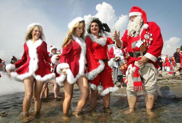Santa Klaus a jeho asistentky v zábavním parku u Kodaně - Sputnik Česká republika