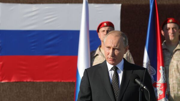 Ruský prezident Vladimir Putin během návštěvy letecké základny v Sýrii - Sputnik Česká republika