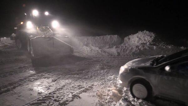 Mocný uragán změnil Sachalin na jednu velkou sněhovou závěj - Sputnik Česká republika
