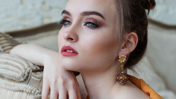 Krásná nalíčená dívka - Sputnik Česká republika