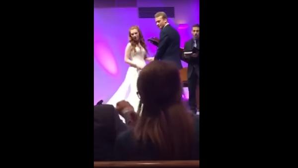 """""""Nevěsta tě už zabila?"""" Američan se stal hvězdou, když se zmrzačil na svatbě - Sputnik Česká republika"""