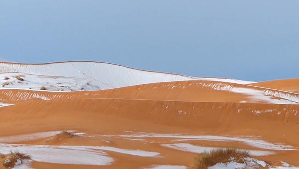V poušti Sahara napadl sníh - Sputnik Česká republika