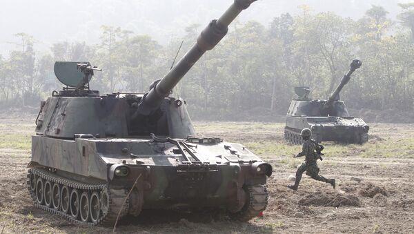 Tanky M109 během cvičení - Sputnik Česká republika