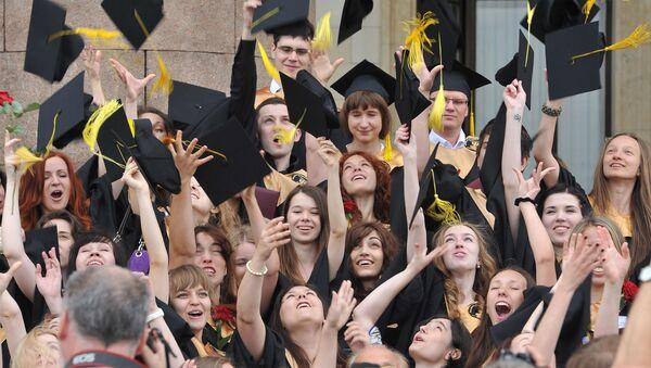 Absolventi vysoké  školy - Sputnik Česká republika