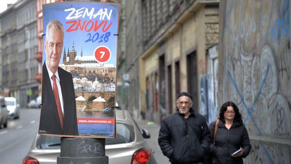 Plakát Miloše Zemana v pražské ulici - Sputnik Česká republika