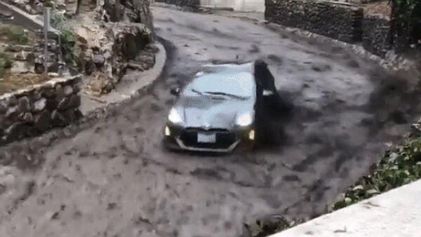 Boby s Priusem: automobilistu v Kalifornii zasáhl sesuv půdy - Sputnik Česká republika