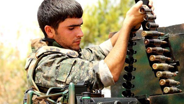 Příslušník kurdských Lidových obranných jednotek. Ilustrační foto - Sputnik Česká republika