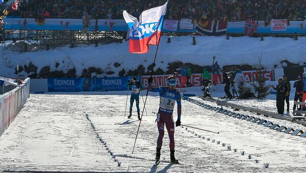 Ruský biatlon Anton Šipulin v cíli mužské štafety na MS v Hochfilzenu - Sputnik Česká republika