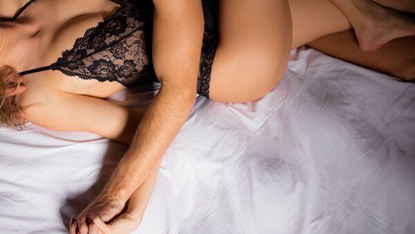 Muž a žena v posteli - Sputnik Česká republika