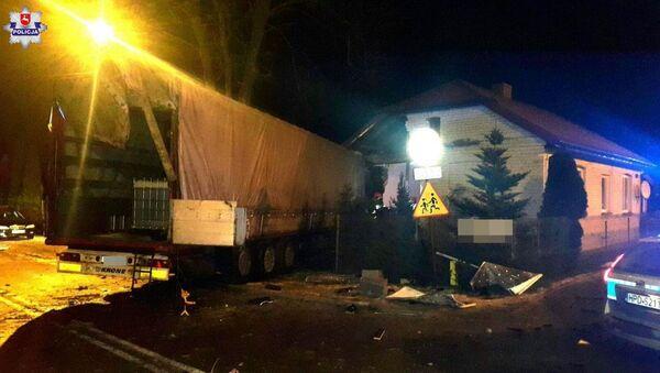 Ukrajinec naboural v Polsku náklaďákem do domu s dětmi - Sputnik Česká republika