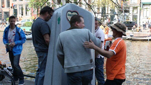 Venkovní pisoár v Amsterdamu - Sputnik Česká republika