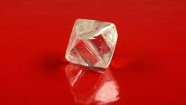 Diamant o hmotnosti 97,92 karátů - Sputnik Česká republika