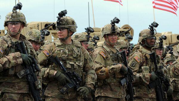Američtí vojáci během cvičení Noble Partner 2015 - Sputnik Česká republika