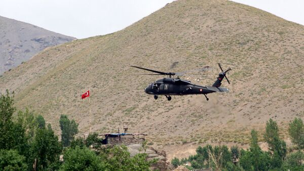 Turecký vrtulník na jihovýchodě země (ilustrační foto) - Sputnik Česká republika