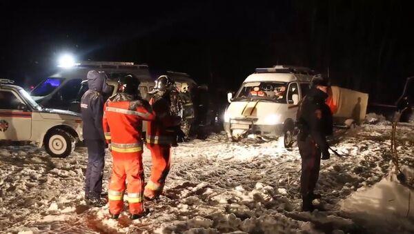 Záchranáři dokončili záchranné práce na místě pádu letadla An-148 v okolí Moskvy - Sputnik Česká republika