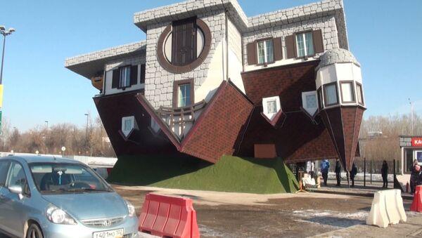 Až se hlava točí: V Rusku postavili údajně největší převrácený dům na světě - Sputnik Česká republika