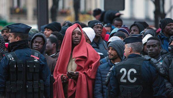Migranti v Paříži - Sputnik Česká republika