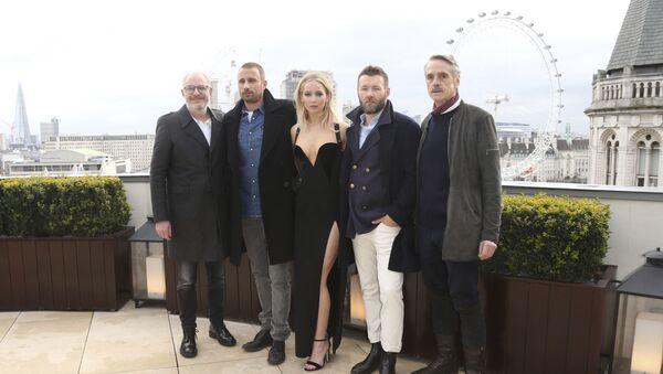 Focení herců filmu Red Sparrow na střeše hotelu Corinthia Hotel v Londýně - Sputnik Česká republika