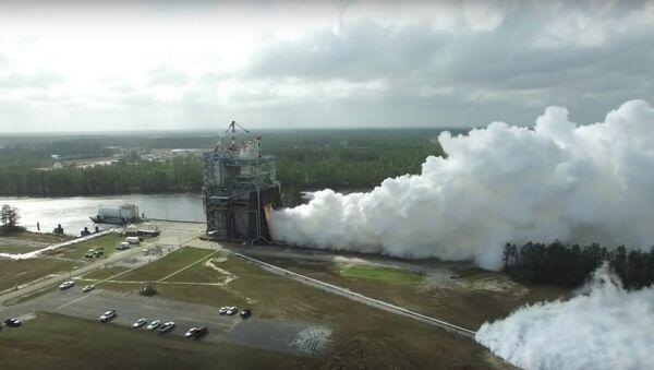 USA spustily motory pro supertěžkou raketu na rekordní výkon - Sputnik Česká republika