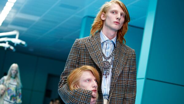 Model Gucci s hlavou - Sputnik Česká republika