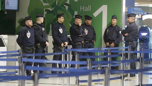 Policie na letišti Charles de Gaulle - Sputnik Česká republika