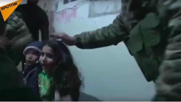Syrská armáda uveřejnila video nočního útěku dětí z východní Ghúty - Sputnik Česká republika