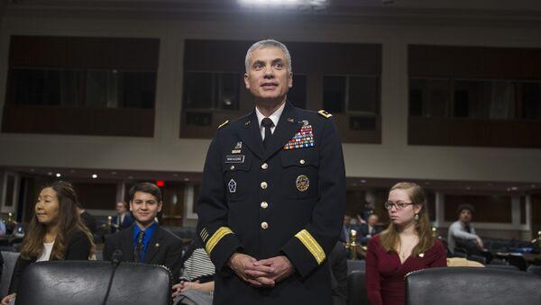 náčelník kybernetického velení Pozemních vojsk USA, generálporučík Paul Nakasone - Sputnik Česká republika
