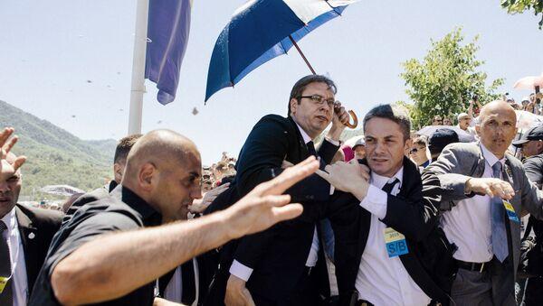 Srbský premiér Alexandar Vučič musel spěšně opustit ceremoniál věnovaný výročí událostí v Srebrenici - Sputnik Česká republika