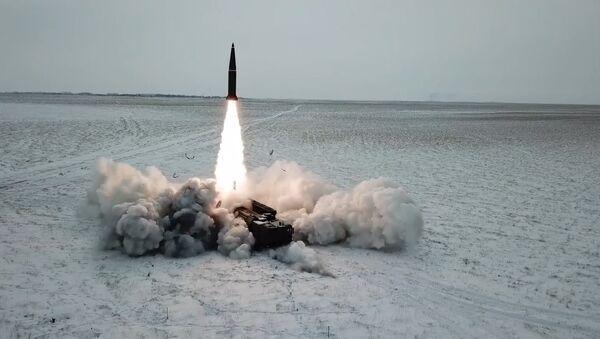 Uskutečnilo se bojové vypuštění rakety Iskander-M - Sputnik Česká republika