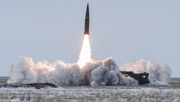 Vypuštění balistické rakety operačního-taktického raketového komplexu Iskander-M - Sputnik Česká republika
