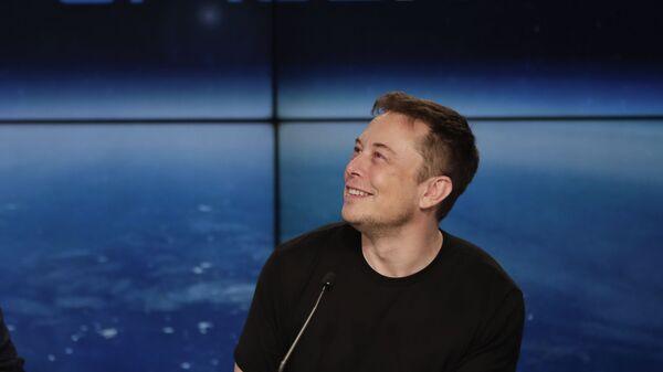 Elon Musk na tiskové konferenci - Sputnik Česká republika