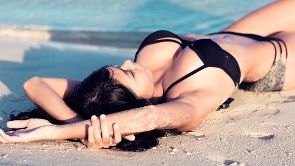 Dívka na pláži - Sputnik Česká republika