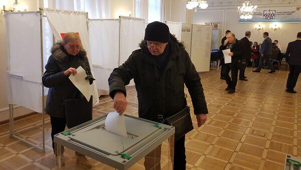 Hlasování ve volbách prezidenta RF v Praze - Sputnik Česká republika