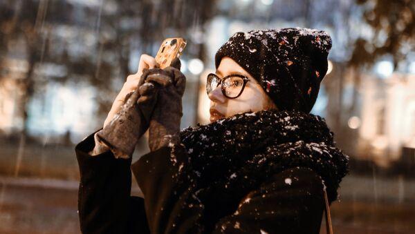 Dívka fotí chumelenici v Petrohradu - Sputnik Česká republika
