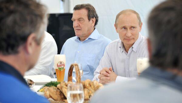 Vladimir Putin a Gerhard Schröder - Sputnik Česká republika