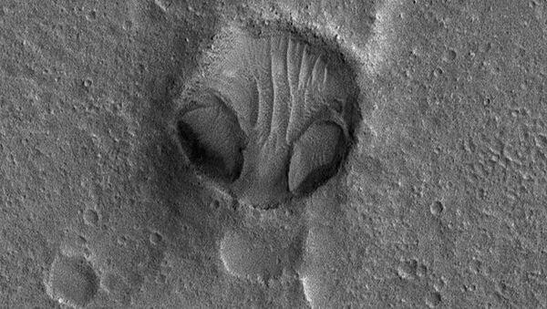 """NASA zveřejnila fotografii obrovské """"hlavy mimozemšťana"""" - Sputnik Česká republika"""