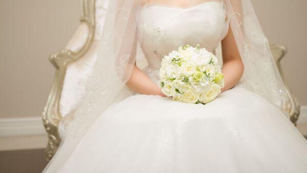 Nevěsta se svatební kyticí - Sputnik Česká republika