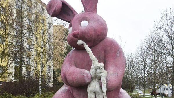 Velikonoční králík, který požírá člověka - Sputnik Česká republika