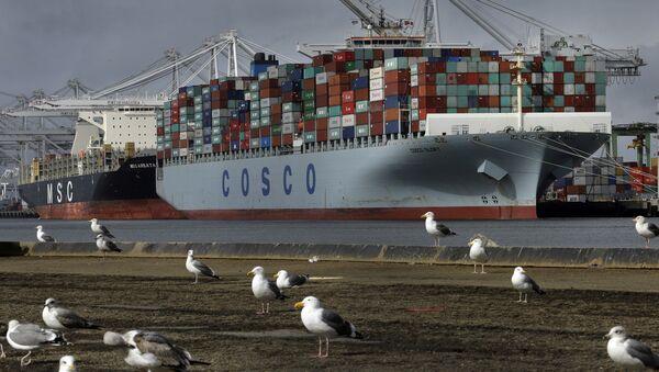 Nákladní loď Glory čínské společnosti Cosco v Kalifornii - Sputnik Česká republika