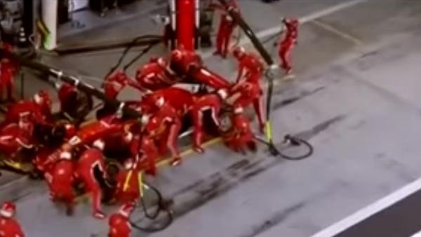 Pilot Formule 1 zlomil nohu mechanikovi - Sputnik Česká republika