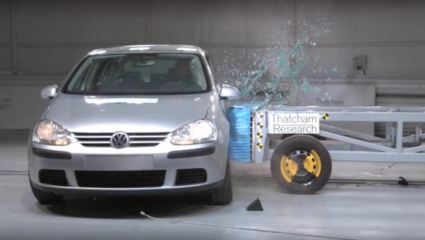 Švédové provedly crashtesty rezavých ojetých aut - Sputnik Česká republika