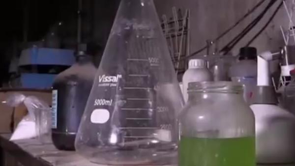 Chemické zbraně teroristů nalezené v Dúmě natočili na VIDEO - Sputnik Česká republika