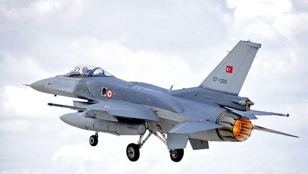 Turecká stíhačka F-16 - Sputnik Česká republika