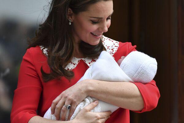 To je syn! Princi Williamovi a Kate Middletonové se narodilo třetí dítě - Sputnik Česká republika
