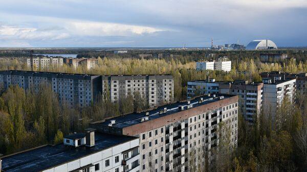 Pohled na černobylský sarkofág z města Pripjať - Sputnik Česká republika