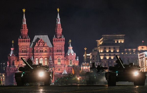 Přehlídkové formace a mechanizované kolony prošly přes Rudé náměstí - Sputnik Česká republika