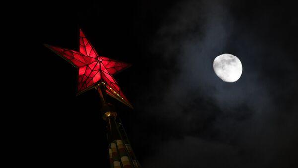 Kreml a měsíc - Sputnik Česká republika