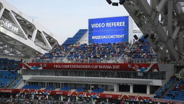 Videorozhodčí při zápase Konfederačního poháru 2017 v Rusku - Sputnik Česká republika