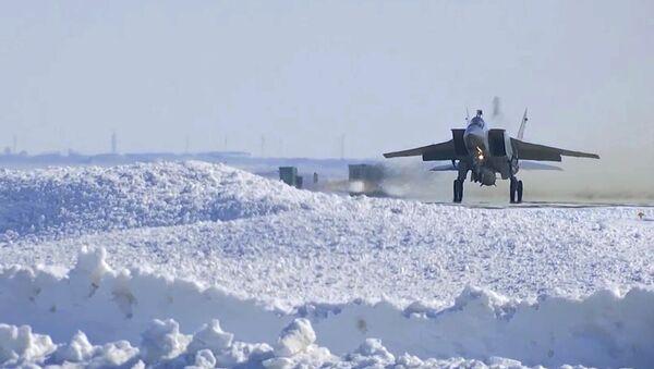 MiG-31 během cvičení odpálení hypersonické rakety Kinžal - Sputnik Česká republika